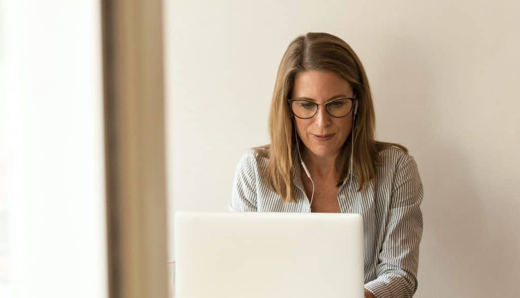 small-business-woman-on-laptop-1024x587